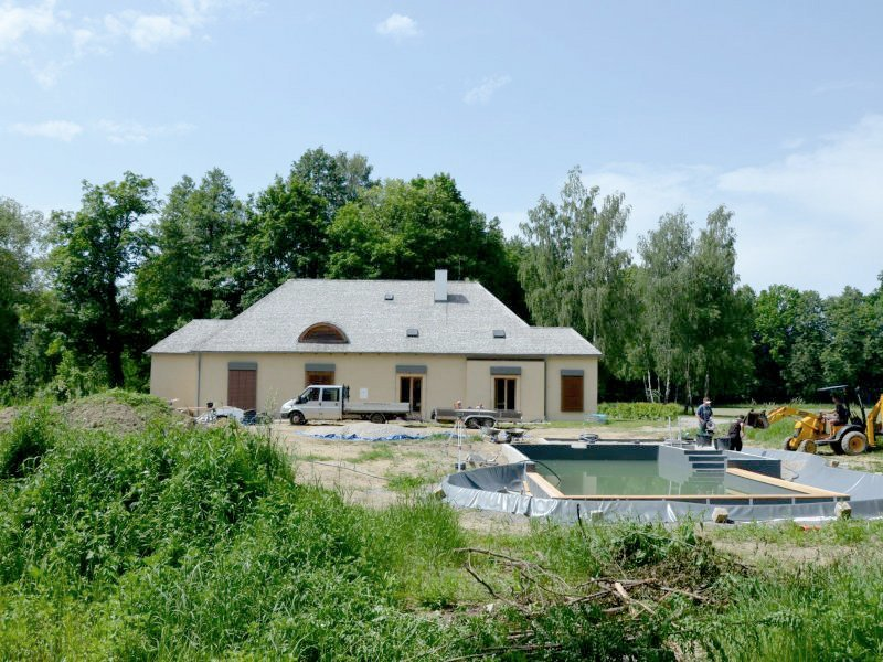 Stavba bazénu / jezírka na Bažantnici je v plném proudu