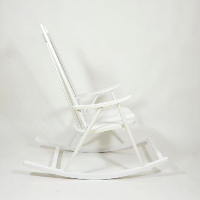 Bílé houpací křeslo