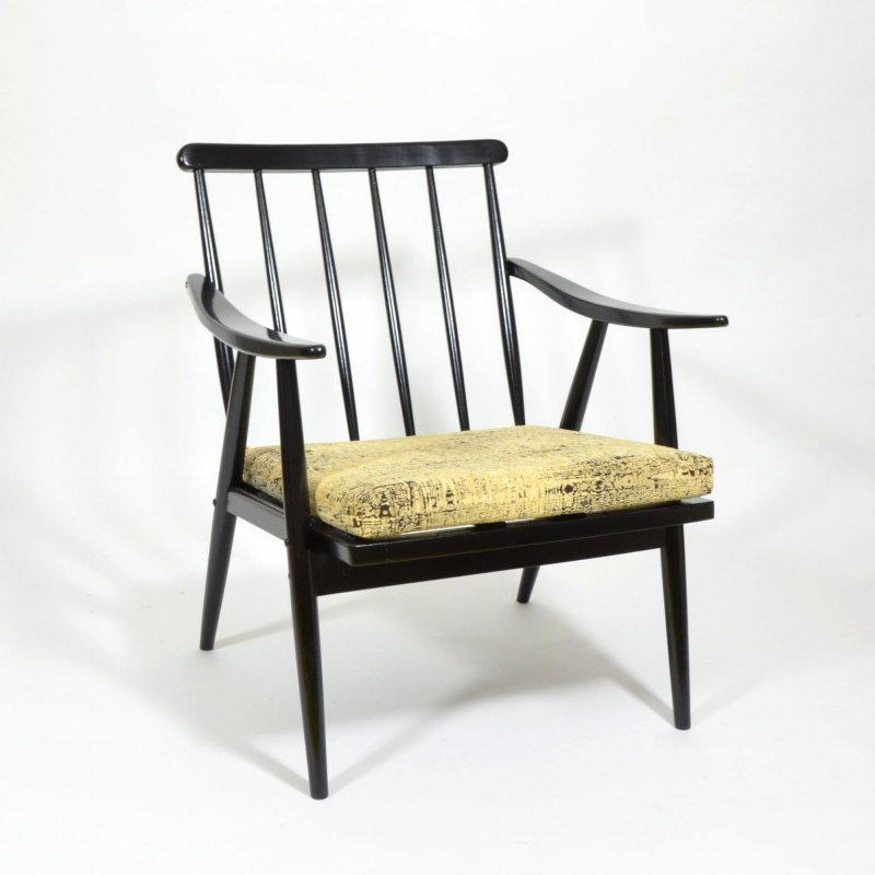 Armchair with removable cushion