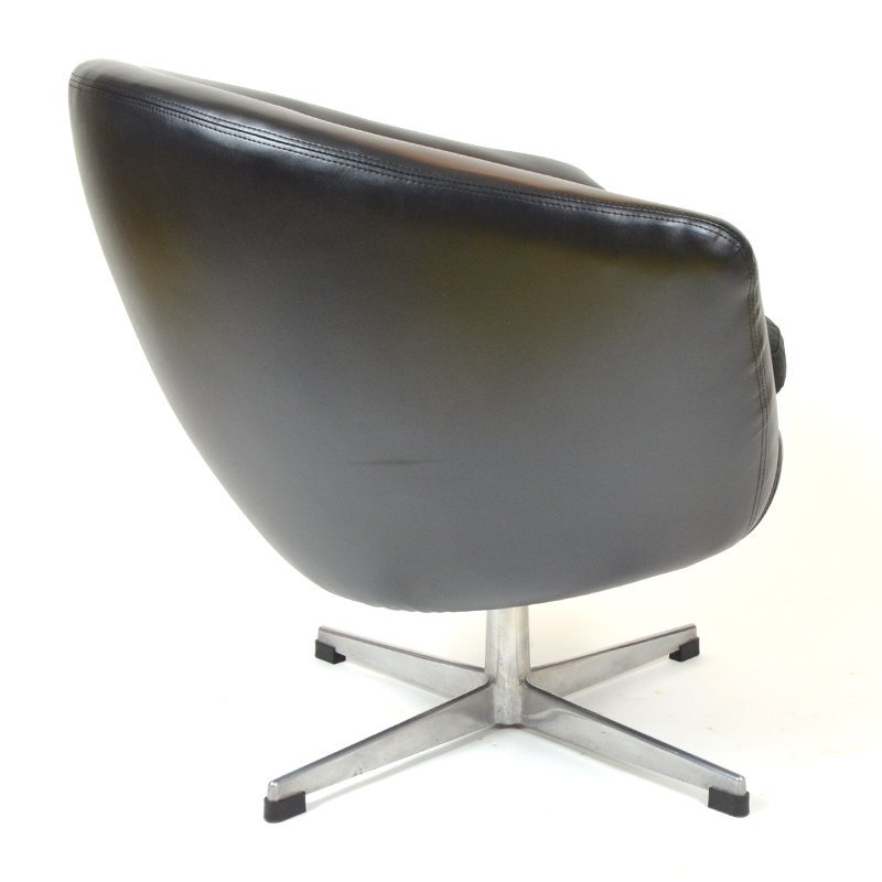 Black egg chair