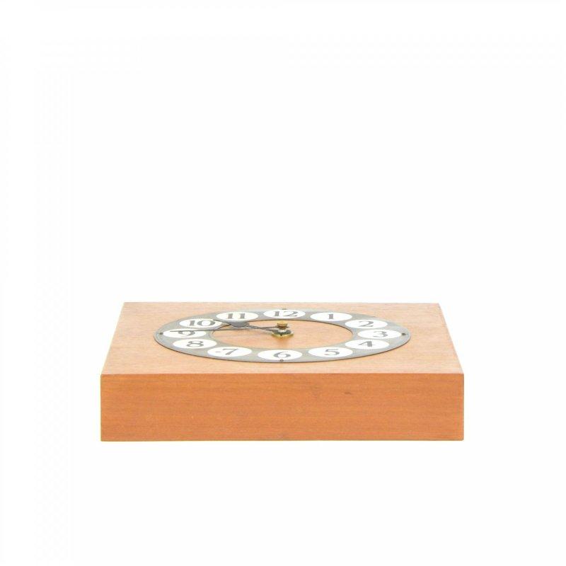 Dřevěné hodiny