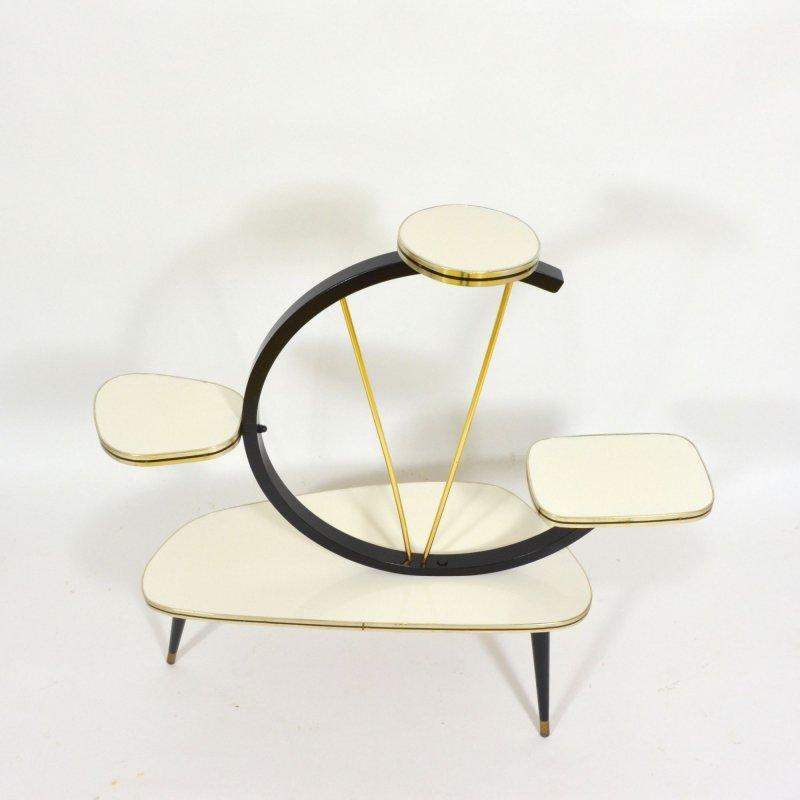 Etážový květinový stolek