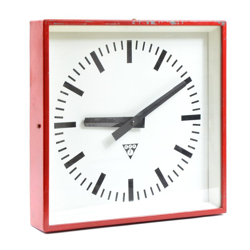 Pragotron wall clock