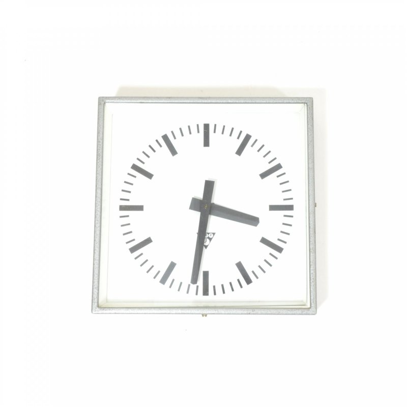 Pragotron industrial wall clock