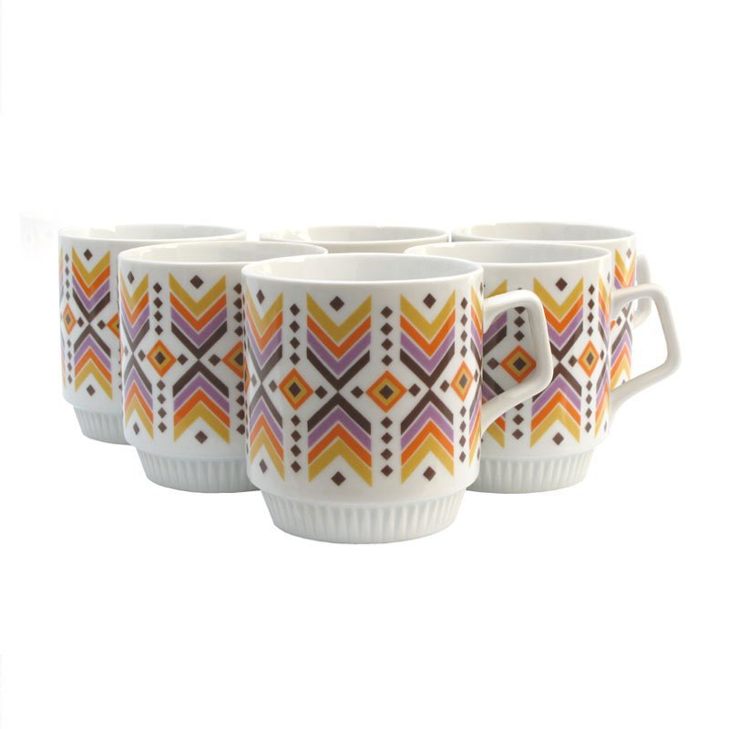 Mugs with pattern of spades
