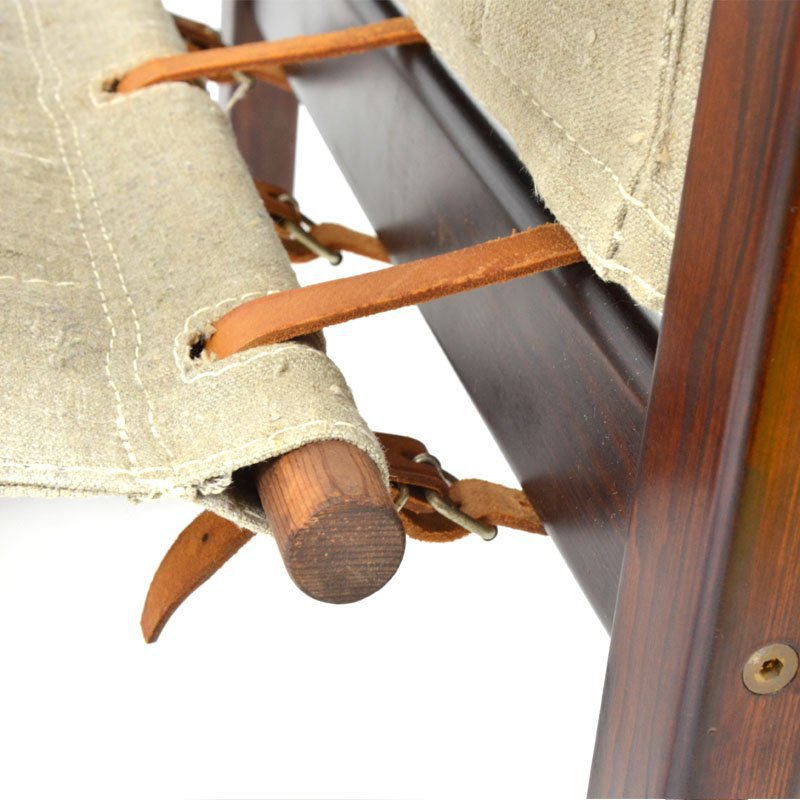 Křesla s koženými pásky