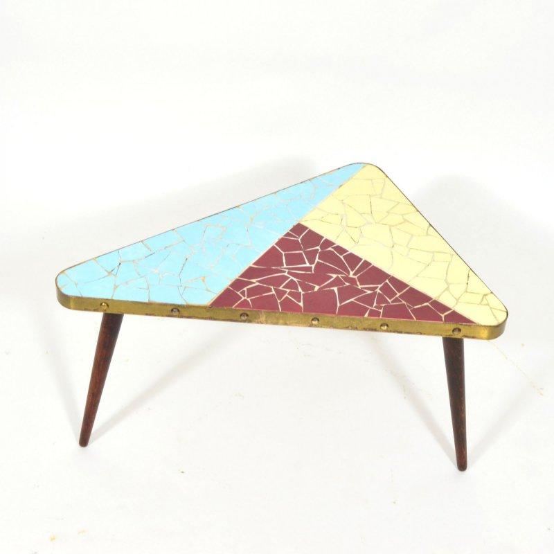 Květinový stolek s mozaikou