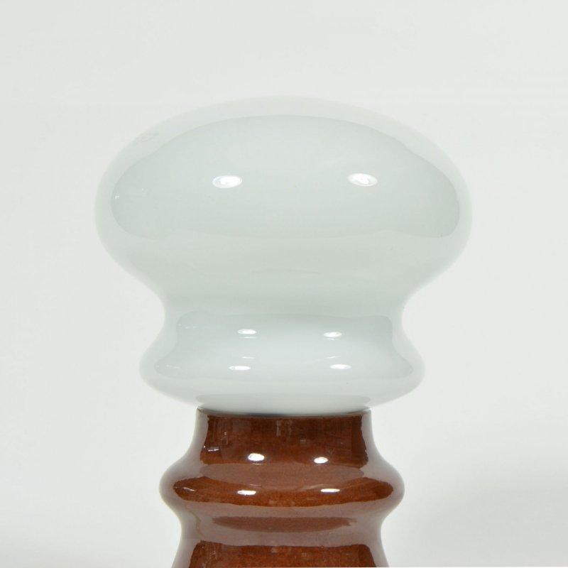 Lampa s opálovým stínidlem