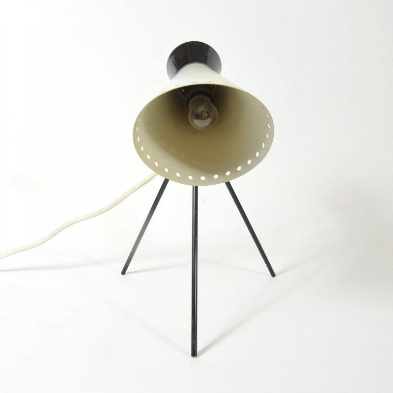 Lampa s trojnožkou
