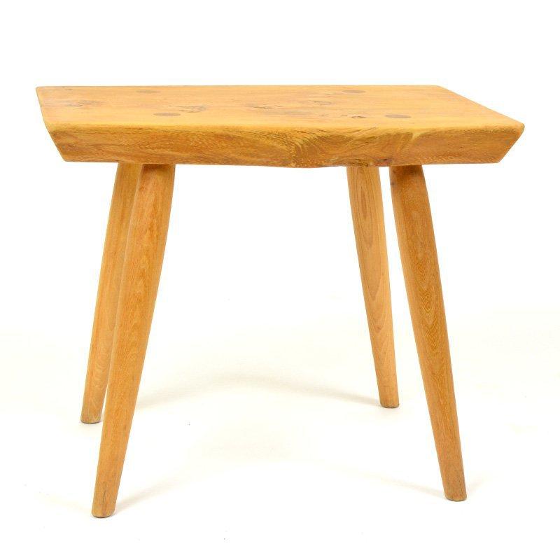 Masivní stolička
