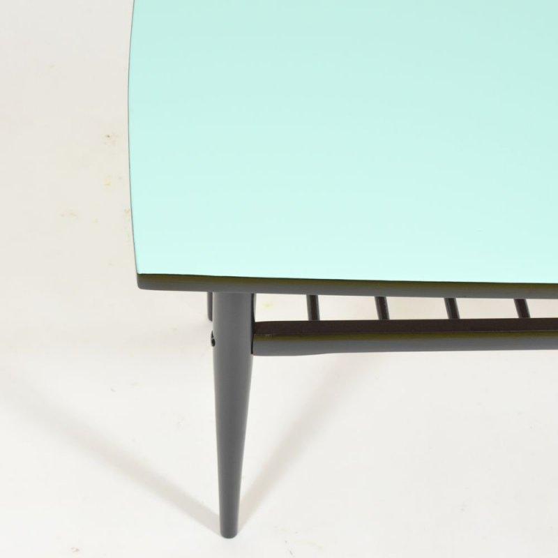 Modrý kávový stolek