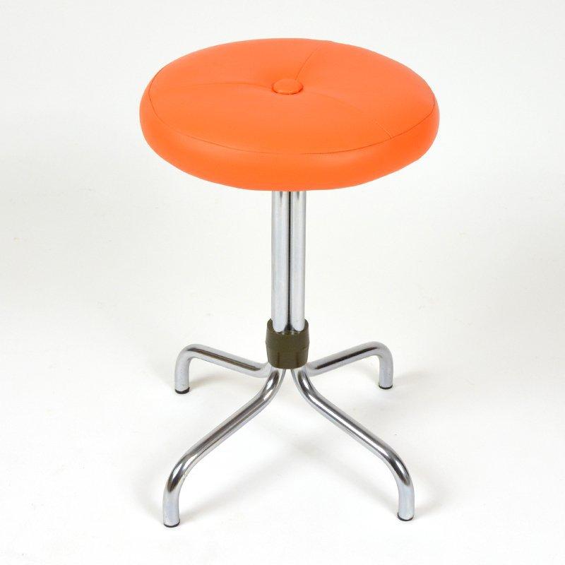 Oranžová stolička