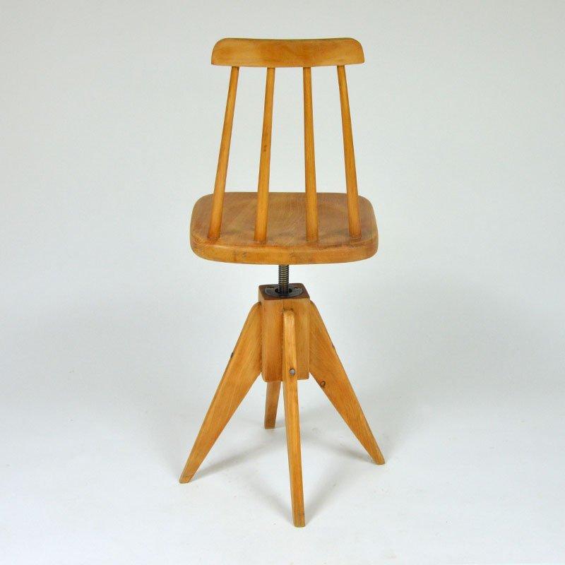 Otočná dřevěná židlička