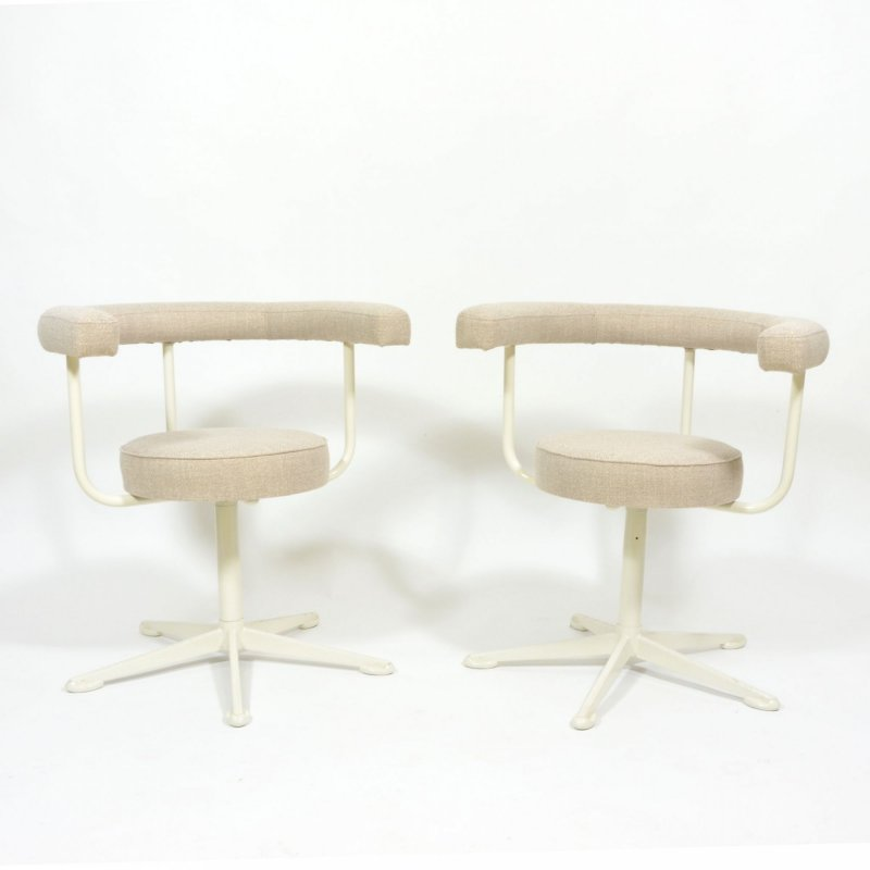 Pair of swivel chairs on metal leg