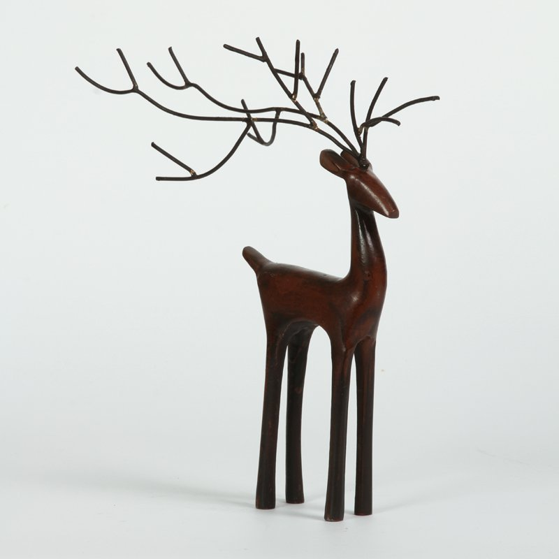 Statue of red deer