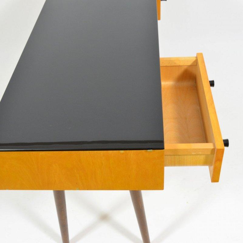 Toaletní stolek s černým sklem