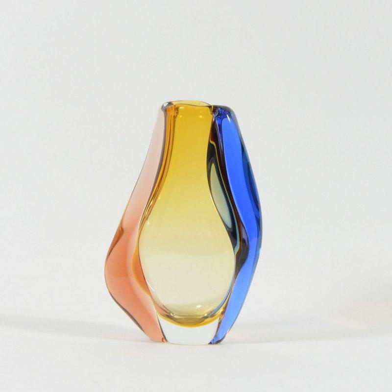 Trojbarevná váza