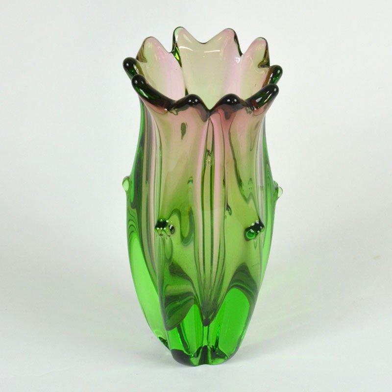 Váza s hroty