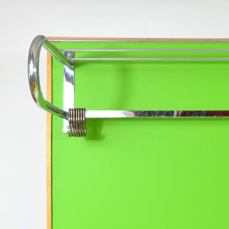 Zelená předsíňová stěna